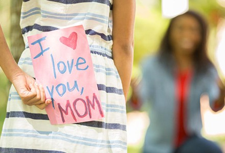 Majčin dan je ovdje. Koji poklon ćete poklini svojoj?